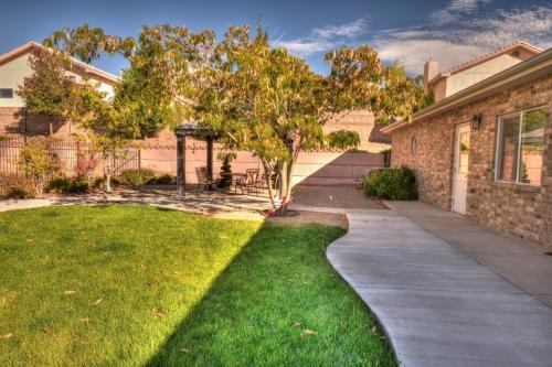 Albuquerque San Pedro Building B Backyard