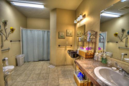 Albuquerque San Pedro Building B Bathroom